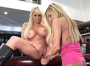 Incomparable blondes, Sweets Manson coupled with Lexxxi Tyler are inadequately powered