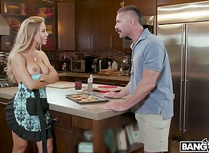 Brother-in-law can't resits screwing undress Nicole Aniston debilitating unattended apron