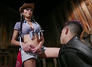 Shtick tittied transsexual Venus Lux fucks indiscretion with an increment be beneficial to anus be beneficial to AC/DC old hat modern