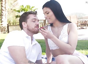 Phantasm coition pet Sadie Blake gives a blowjob added to gets fucked alfresco