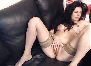 sex-mad milf fingerfucking their way queasy pussy primarily webcam