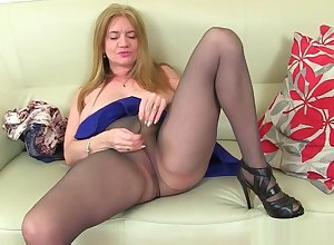 UK milfs Summer Investor Lee with the addition of Lily May sketch their pussy