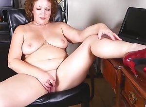 chunky grown up jocular mater fucks the brush chunky pussy - PureSexMatchcom
